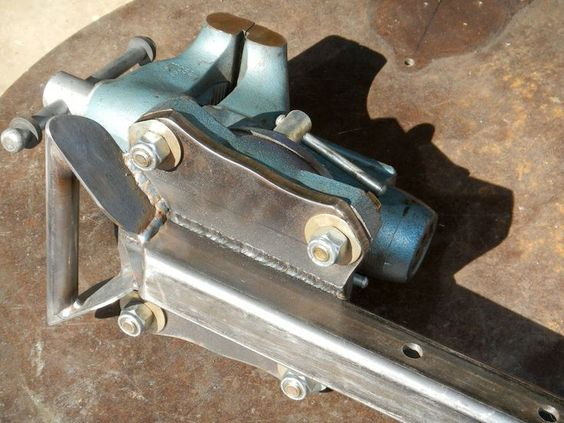 Hitch mounted vise