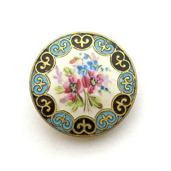 オリエンタル調が面白いエナメルボタンです。手書きのような花のエナメル彩もとてもいい味が出ていて、シーンを選ばず使えそうです。[ サイズ ]直径約2.8cm[ ...|ハンドメイド、手作り、手仕事品の通販・販売・購入ならCreema。