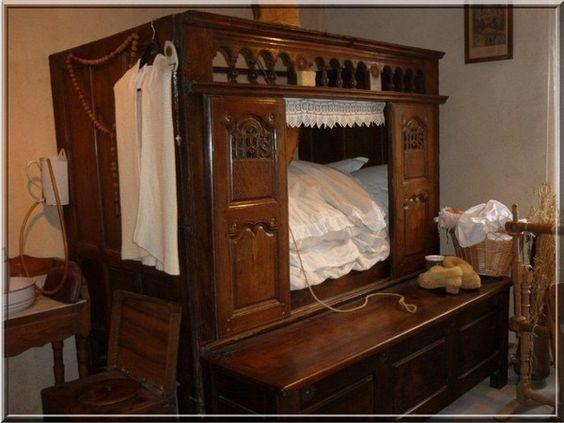 Breton box-bed - 'lit clos'.: