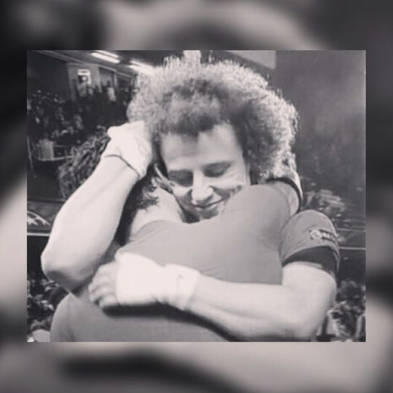 I want to hug him like this❤️