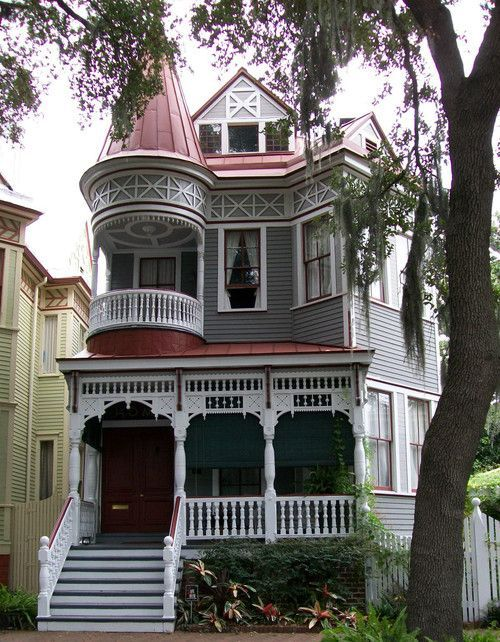 Queen anne house and balconies on pinterest for Victorian house plans with turrets