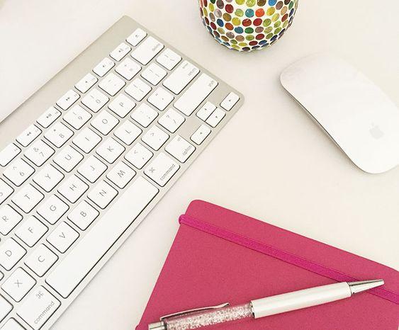 Escrever é uma verdadeira arte. Para algumas pessoas mais simples, para outras mais complicada. O fato é que ser blogueira implica em estar sempre escrevendo, e quanto melhores e mais chamativos forem seus textos, mais