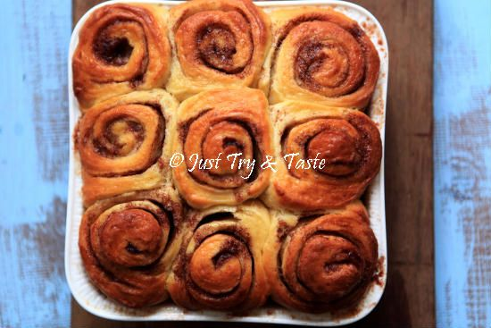 Resep Cinnamon Rolls Dengan Cream Cheese Glaze Happy New Year 2017 Di 2020 Roti Cinnamon Roll Keju Krim Kue Lezat
