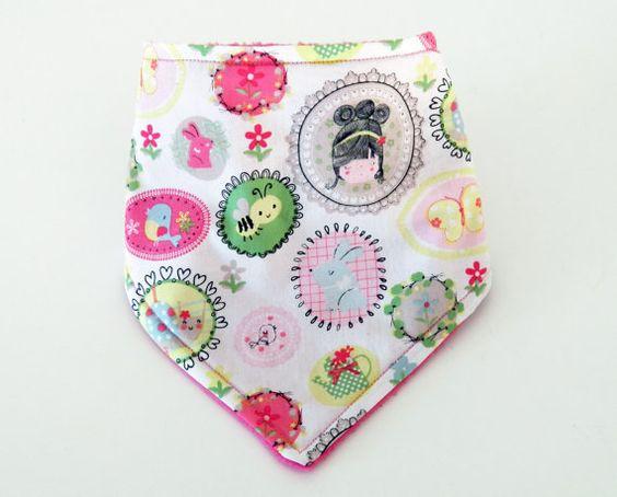 Bavoir bandana fille en coton motifs fleurs par Sandylloncreation