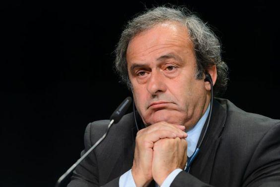 Michel Platini: Präsident mit Hausverbot - Wenn im Pariser Palais des Congrès heute die Gruppen der Endrunde der Fußball-WM 2016 in Frankreich ausgelost werden, dann wird der wichtigste Repräsentant des Veranstalters fehlen. Michel Platini hat aufgrund einer vom Weltverband FIFA verhängten Sperre so etwas wie Hausverbot. Mehr zur Person: http://www.nachrichten.at/nachrichten/meinung/menschen/Michel-Platini-Praesident-mit-Hausverbot;art111731,2056790 (Bild: APA)