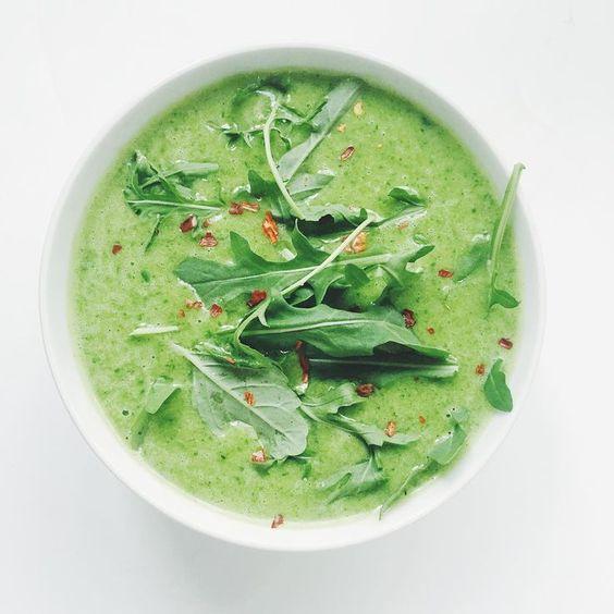 Recept: Gwyneth Paltrows gezonde detox soep met broccoli en rucola | NSMBL.nl