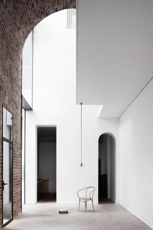 This Asymmetrical Space Is Well Balanced By The Bright White And Brick And Also The Arch Used On The Brick Wa Interior Architecture Modern Interior Design Home