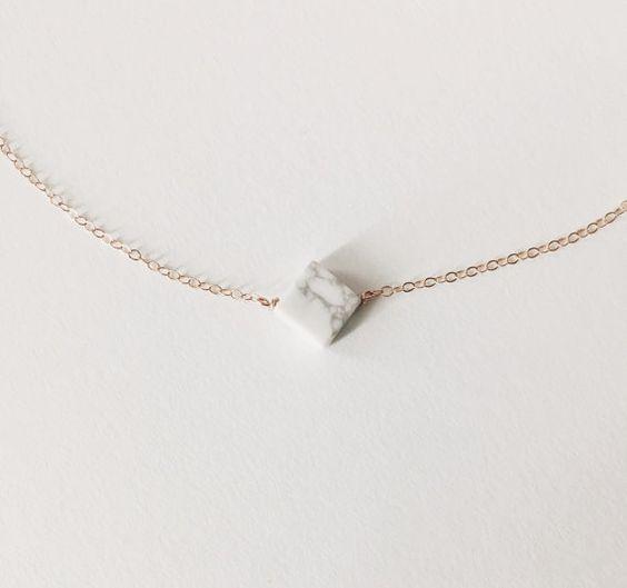Collier en marbre blanc Howlite