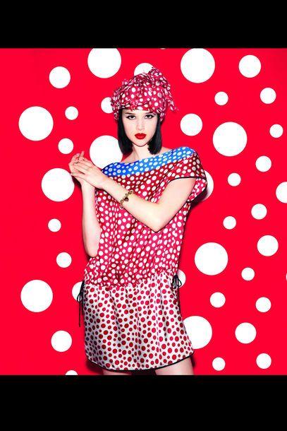 Yayoi Kusama für Louis Vuitton: ein Look aus der gemeinsamen Kollektion. Erhältlich ab Juli 2012.