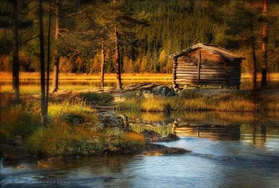 (The Cabin by the Lake by Ann Thomstad / 500px)