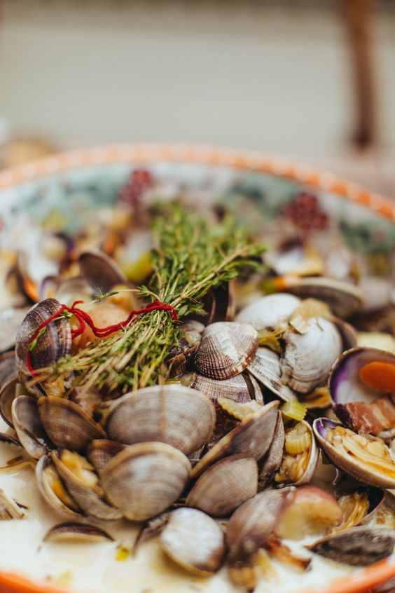 #clams, #summer, #clambake  Photography: Amber Gress Photography www.ambergress.com - ambergress.com/  Read More: http://www.stylemepretty.com/living/2013/08/07/summer-clambake-in-the-city/