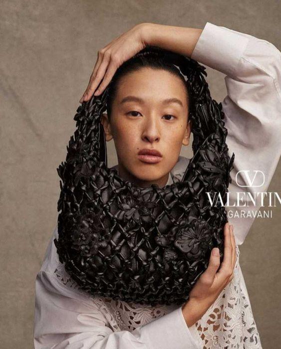 Jess Hu para Valentino, por Michael Bailey Gates