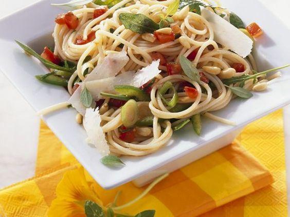 Spaghetti-Rucolasalat ist ein Rezept mit frischen Zutaten aus der Kategorie Nudelsalat. Probieren Sie dieses und weitere Rezepte von EAT SMARTER!