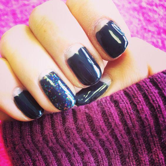 Black half moon nails art with glitter. #shellac #nails #art #glitter