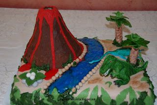 Torta Vulcano e dinosauri : T-Rex cake + volcano