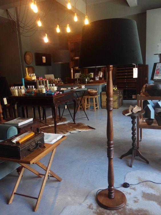 #mercadoloftstore #umseisum #porto #lamp #wood #velvet #candeeiro #candeeirodepé #store #portostore #interior #decor #mood #inspiration #beauty #natural #table #sidetable #artigosdedecoração