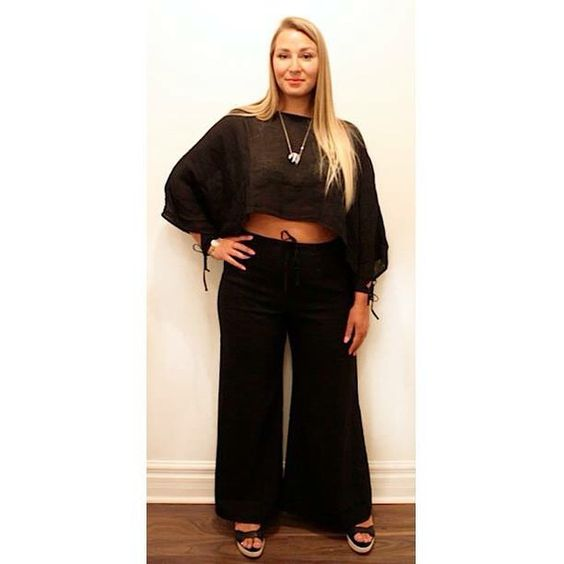 Bare your midriff in style in this all black linen outfit by #Kleen.  #plussize #plussizefashion #plussizestyle #psfashion #psstyle #psblogger #fatshion #effyourbeautystandards #honormycurves #curves #curvy #torontofashion #primaala #beautyislimitless #plussizeootd #psootd #curvesarein #beautybeyondsize #lovetheskinyourein #allblackeverything #linen #summerfashion #midriff