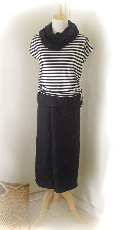 ご覧頂きありがとうございます  アジアの国々で民族衣装として使われているサロンスカートを濃紺のリネンで作りました。形はシンプルな筒型で、はき方は簡単。お手持ち...|ハンドメイド、手作り、手仕事品の通販・販売・購入ならCreema。