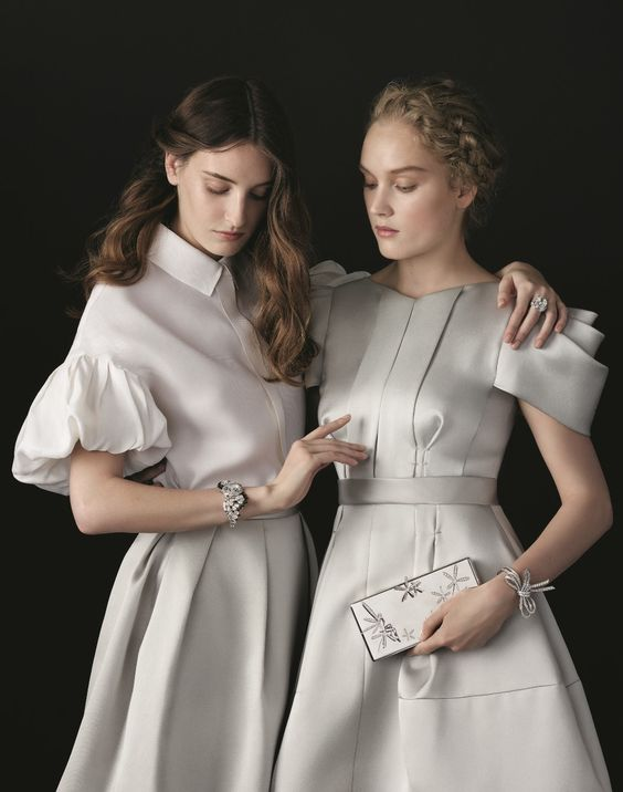Inspired by American socialite and Charles Arpels' friend Florence Jay Gould, the Minaudière™ precious case pays homage to the essence of femininity. Caresse d'Eole Fairy Minaudière™ and Nœud Bracelet, Solitaire and High Jewelry Timepiece. Find out more in the online catalog: http://goo.gl/sFdPk9