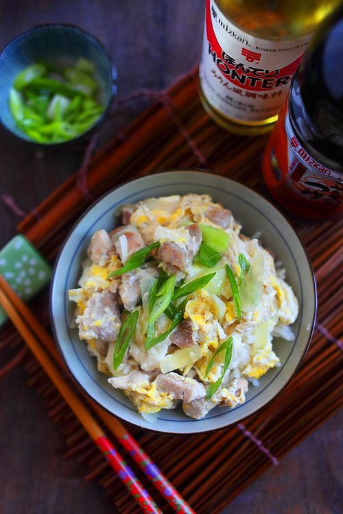 Oyakodon (Japanese Chicken and Egg Rice), this is a simple one dish meal. #japanese #chicken #egg