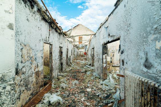 Abgebrannter Trakt des RAF Hospitals.  Mehr: http://www.sagtmirnix.net/Blog/lost-place-verlassenes-raf-hospital-in-nrw-urban-exoloration