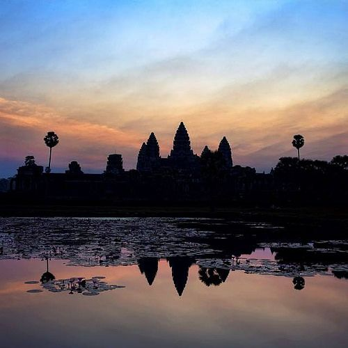 @Easyvoyage - Angkor Wat at sunrise... Beautiful Cambodia  #myeasyvoyage #cambodia #worldwonder #angkor #siemreap #travel #holidaytravel #neverstopexploring #passionpassport #wonderful_places #beautifulplaces #southeastasia #escape #explore #s