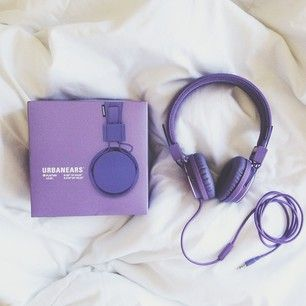 Never stop the music  | Tirei essa foto pra todo mundo que pergunta onde comprei meu headphone ~lindo~  Comprei na @urbanoutfitters