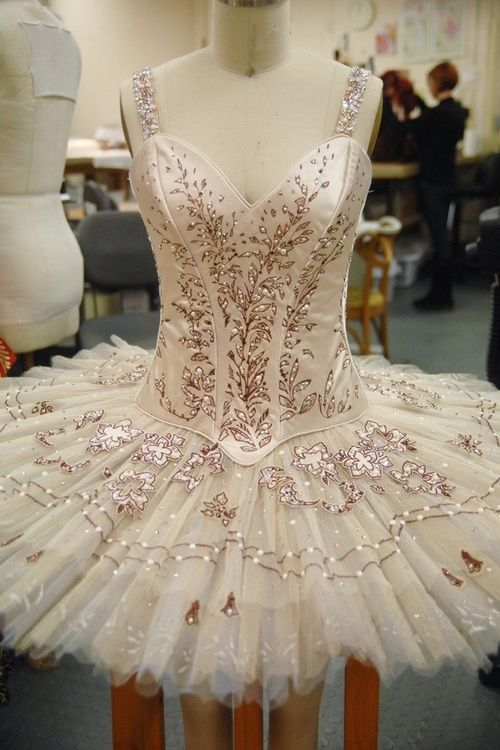 I'm loving the colour, material and detail on this #Tutu #ballet