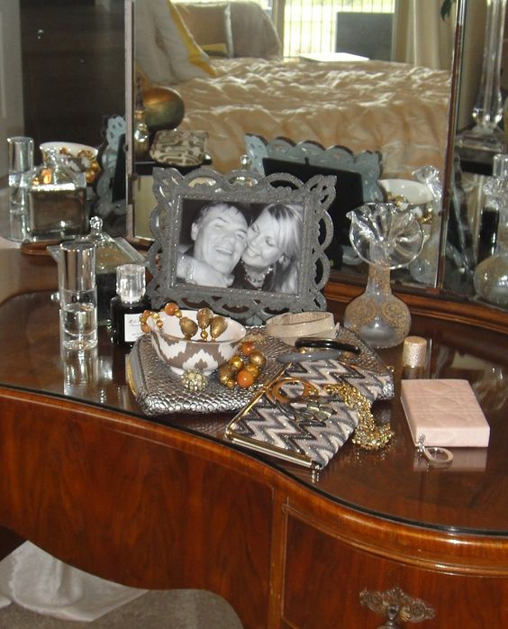 On my dressing table today....  mixed metals.    www.stylemindchic.blogspot.com