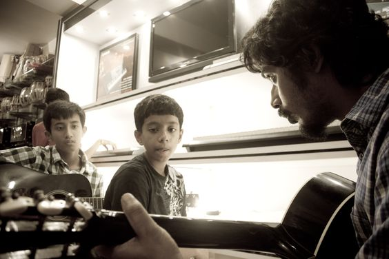 Guitar Classes in Dwarka, New Delhi.  Guitar Workshop by Ripple Baruah at Dwarka School of Music.