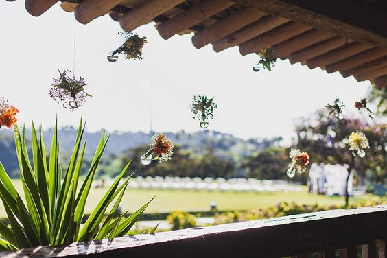 rustic wedding - set design by Ideiaria - Tetê Motta casamento rústico no campo - cenografia por Ideiaria - Tetê Motta - detalhe decoração varanda - arranjos: Flora de Serie - foto: julia lanari 2015