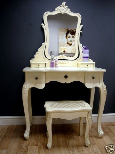 In my bedrooms next life, I'd like it to have a vanity:)