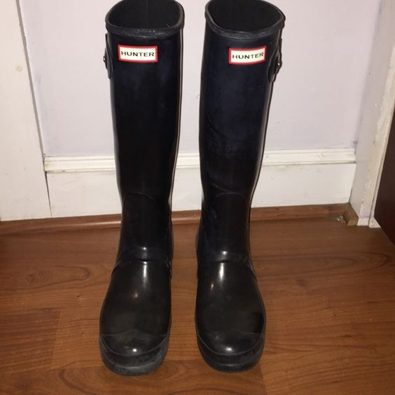 Women's Hunter Rain Boots Size 9 Gently worn, black, glossy rain boots. The shine is a little dulled and there are some minor scuffs here and there but they are still wearable and in great condition! Hunter Boots Shoes Winter & Rain Boots