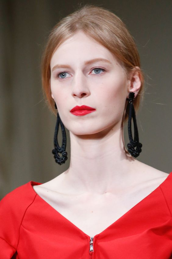 See detail photos for Oscar de la Renta Spring 2016 Ready-to-Wear collection.