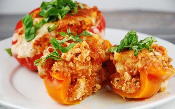 Πιπεριές γεμιστές με κοτόπουλο - http://www.daily-news.gr/cuisine/piperies-gemistes-kotopoulo/