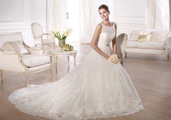 A Pronovias apresenta o vestido de noiva Oceania. Costura 2014. | Pronovias