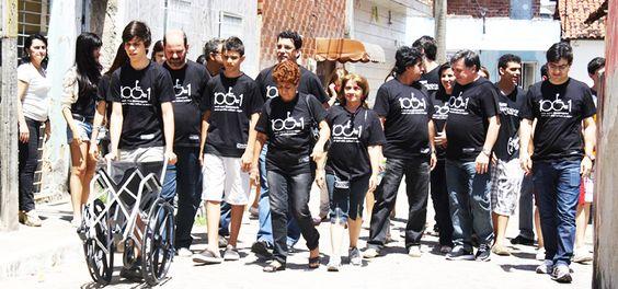 Como é bom participar deste lindo projeto do Novo Jeito que doa cadeiras de rodas para quem precisa. <3 Conheça e ajude a fazer o beMMM! http://www.novojeito.com.br/projetos/child-protection/