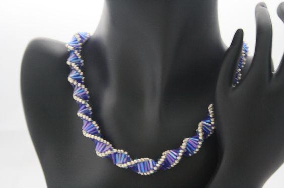 gedrehte - Kette, in blau/lila gehalten mit silber von Feekollektion auf DaWanda.com