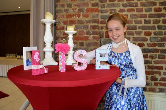 Versieren van letters bij ava kartonnen letters gekocht for Gekleurd papier action