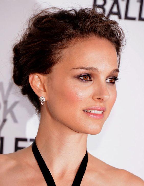 La Natalie Portman presta su imagen a la fragancia Miss Dior Chérie y también a los cosméticos de la marca.
