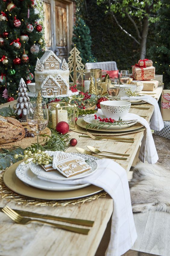 Mix Christmas Day with Summer entertaining by adding a splash of gold to your wooden table. There��?s nothing better than sitting outside in the sun with your loved ones on Christmas, so let��?s celebrate it!