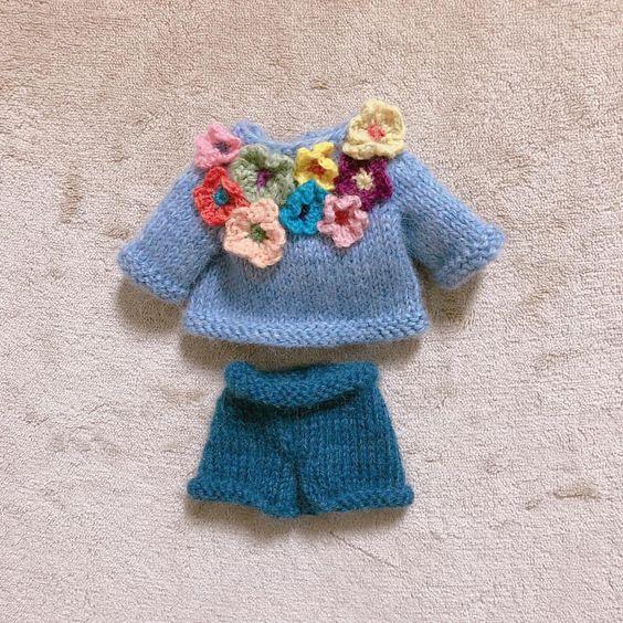 Flower sweater & jean #kintting #knittingdoll #iloveknitting #knitter #handmadedoll #손뜨개 #손뜨개인형 #대바늘인형 #핸드메이드인형 #핸드메이드 #리틀코튼래빗 #littlecottonrabbits #손뜨개수업 #손뜨개인형클래스 #탱탱캐비닛 #tintincabinet