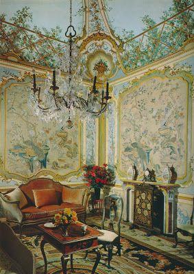 The drawing room at Palazzo Colonna, Rome. Chinese paper covered the walls, while lattice and flowers were painted onto the ceiling.  That ceiling would look marvelous crowning a breakfast room, I think.