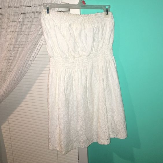 White lace summer dress Great condition! Only worn once, just too big for me Wet Seal Dresses Strapless