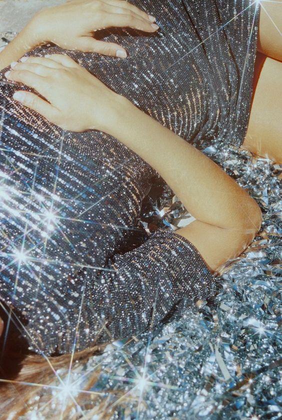 Csillogós ezüst ruha