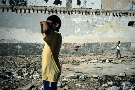 #Photography / Photo © Alex Webb/Magnum Photos CUBA. Havana. 2003. Centro Habana, children playing baseball.