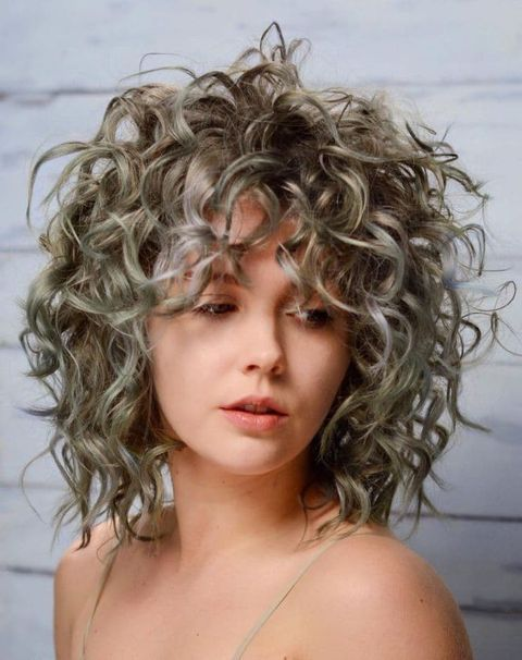 Platinum Hair Color Mediu Lenght Curly Hair In 2020 Curly Hair Styles Medium Length Hair Styles Hair Styles