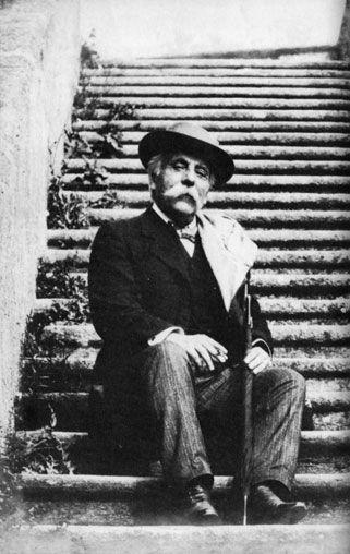 Gabriel Fauré, cuyo nombre completo era Gabriel Urbain Fauré, fue un compositor, pedagogo, organista y pianista francés