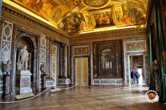 Salon des Venus, servait de salle de réception du temps de Louis XIV, étant desservie par l'escalier des Ambassadeurs.