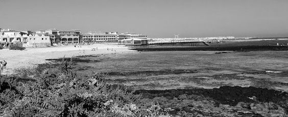 Desde las Islas Canarias  ..Fotografias  : Black and White ..Cala frente al Hotel Bahia Real ...